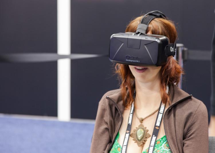 usuario probando el viaje de realidad virtual