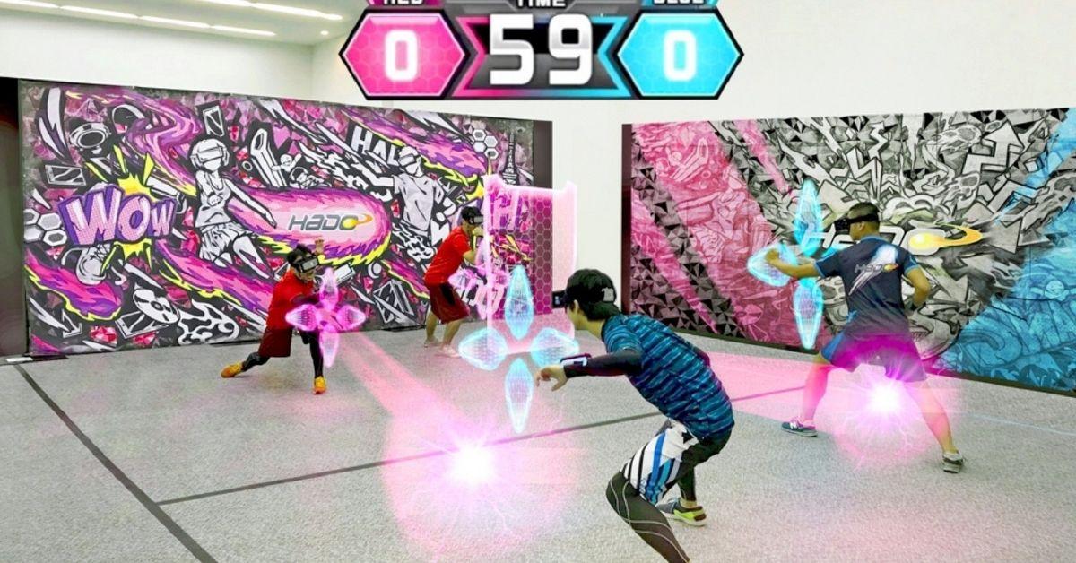 Personas jugando a Hado Deporte de realidad aumentada